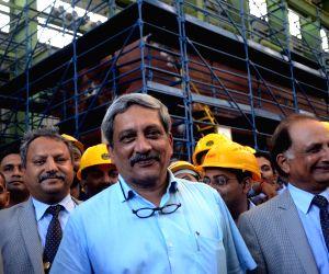 Manohar Parrikar inaugurates Submarine Assembly Workshop