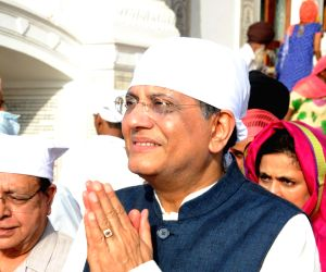 Piyush Goyal visits Golden Temple