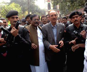 Ghulam Nabi Azad visits Calcutta Medical College