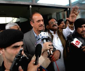 Ghulam Nabi Azad visits Calcutta Medical College
