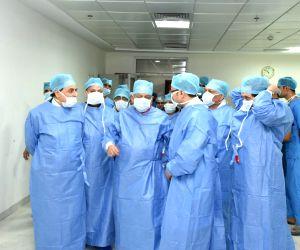 Harsha Vardhan inaugurates Robotic Surgery Facility at Safdarjung Hospital
