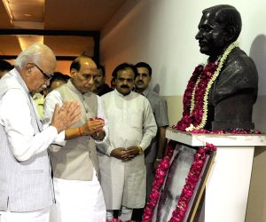 Advani, Rajnath pay tribute to S P Mukherjee