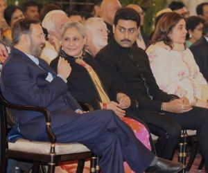Amitabh Bachchan receives Dadasaheb Phalke Award in Delhi