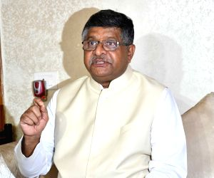 CSCs in 2.5 lakh digitised villages by end-2018: Prasad
