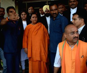 Murli Manohar Joshi, Uma Bharti appear before CBI court