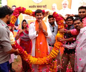 Union Minister and BJP's Lok Sabha candidate from Jaipur Rural, Rajyavardhan Singh Rathore being welcomed by party workers on his arrival at a counting center during the counting of votes ...
