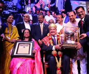 Union Minister D.V. Sadananda Gowda, BJP leader Subramanian Swamy, FKCCI President Sudhakar Shetty and others during a Engineers Day celebrations organised by FKCCI, in Bengaluru on Sept ...