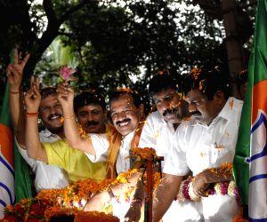 BJP workers welcome DV Sadananda Gowda