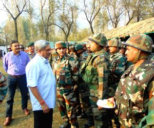 Parrikar reviews security situation in Kashmir
