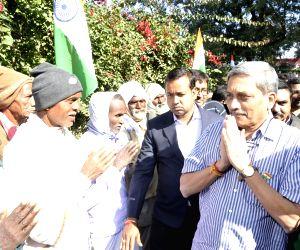 Manohar Parrikar meets with Tana Bhagat