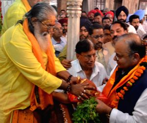 Arun Jaitley at Durgiana temple
