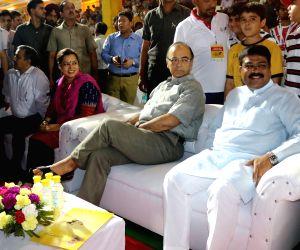 Jaitley, Pradhan at Indian Speedstar
