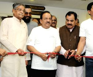 Harsh Vardhan iInaugurates an exhibition on Global Tiger Day