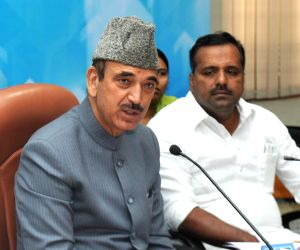 Ghulam Nabi Azad addresses at Vidhana Soudha