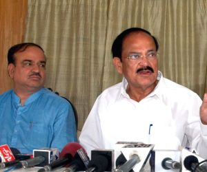 Venkaiah Naidu and Ananth Kumar address press