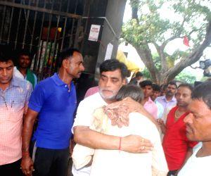 Ram Kripal Yadav meets the relatives of victims of Patna-Gaya passenger train