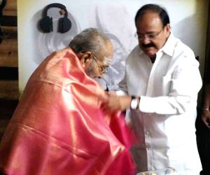 Venkaiah Naidu calls on K. Viswanth
