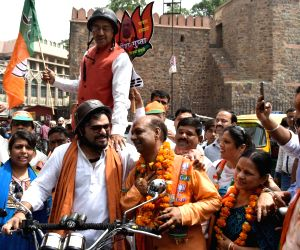 Delhi MCD Polls - Babul Supriyo, Vijay Goel campaign for BJP