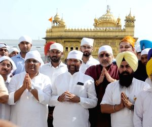 Union ministers Ramvilas Paswan and Giriraj Singh at Golden Temple