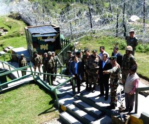 Subhash Bhamre visits forward areas along LoC