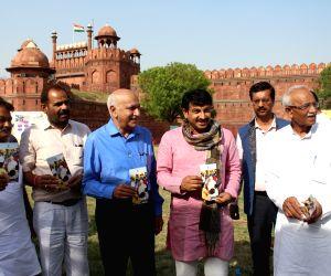Manoj Tewari and MJ Akbar during Modi Fest
