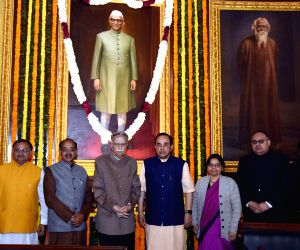 Union MoS Parliamentary Affairs and Statistics and Programme Implementation Vijay Goel, BJP leaders LK Advani, Subramanian Swamy and other dignitaries pay tribute to the Former Prime ...