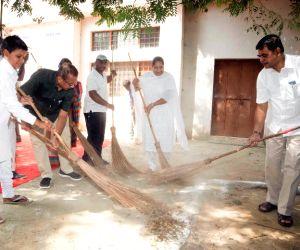 """Pachgaon (Haryana): """"Swachhta hi Sewa""""campaign - Raj Kumar Singh"""