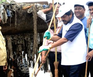Ramdas Athawale during a cleanliness drive
