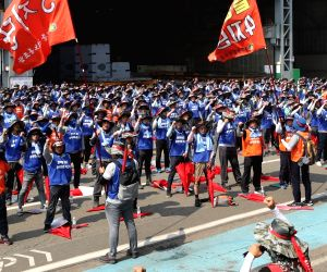 Hyundai Heavy workers launch strike