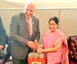 United Nations: Sushma meets Fijian Prime Minister Frank Bainimarama