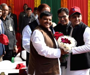 Unnao: Uttar Pradesh Chief Minister Akhilesh Yadav, Uttar Pradesh Samajwadi Party (SP) chief Shivpal Singh Yadav, national general secretary Mohammad Azam Khan and party leader Ram Gopal Yadav during the inauguration of Agra-Lucknow Expressway at Unn
