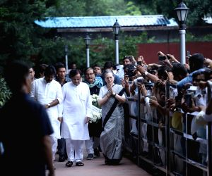 UPA Chairperson Sonia Gandhi at Nigambodh Ghat cremation ground to pay homage to veteran Congress leader and three-time Chief Minister Sheila Dikshit, in New Delhi on July 21, 2019. ...