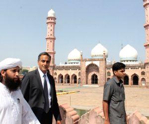 US Ambassador visits Taj-ul-Masajid