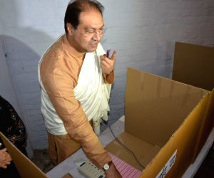 Mohsin Raza votes during local body elections