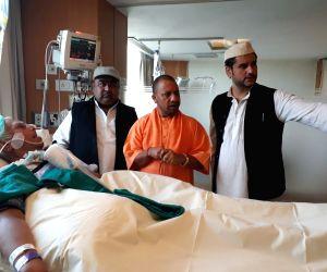 Yogi visits N.D. Tiwari in hospital
