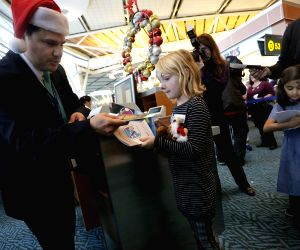 Vancouver (Canada): Sick kids are invited to go on board an aircraft in taking a flying tour