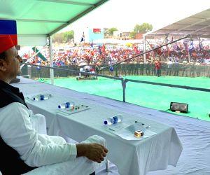 Varanasi: Samajwadi Party (SP) President Akhilesh Yadav during a joint rally of SP, BSP and RLD in Varanasi, on May 16, 2019. (Photo: IANS)