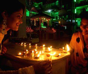 varanasi-women-light-earthen-lamps-on-diwali-in