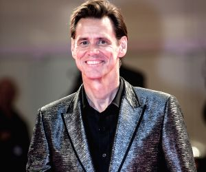 """Awards Season are a gigantic clusterf*ck that I am not interested in"": Jim Carrey"