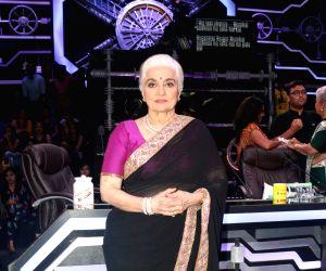 "Waheeda Rehman, Asha Parekh at ""Super Dancer 3"" sets"