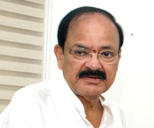 Naidu queues up to worship Lord Balaji