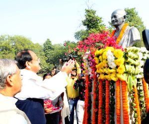 Venkaiah Naidu pays tributes to Mahatma Gandhi