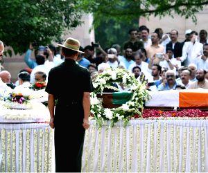 Venkaiah Naidu pays homage to former PM Vajpayee