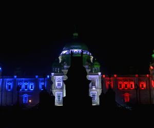 Kolkata shows solidarity with the victims of 13/11 Paris blasts