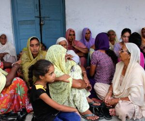 Vidhipur: Villages take refuge in school as cross-border firing intensifies
