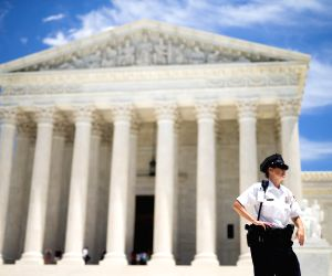 US SC rules law enforcement needs warrant to search cellphone data