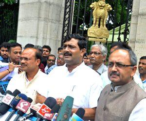 BJP delegation calls on WB Governor