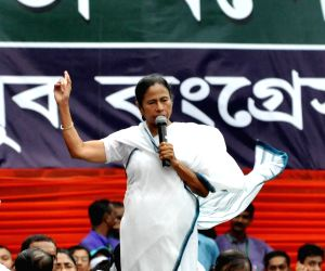 Mamata raises oust BJP pitch, vows to hold Federal Front rally next year