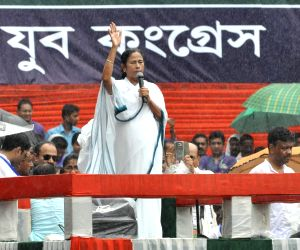 Mamata raises oust BJP pitch, says it will get less than 100 LS seats in 2019