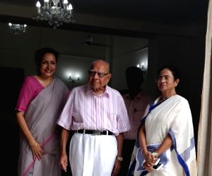 Mamata Banerjee at Ram Jethmalani's residence